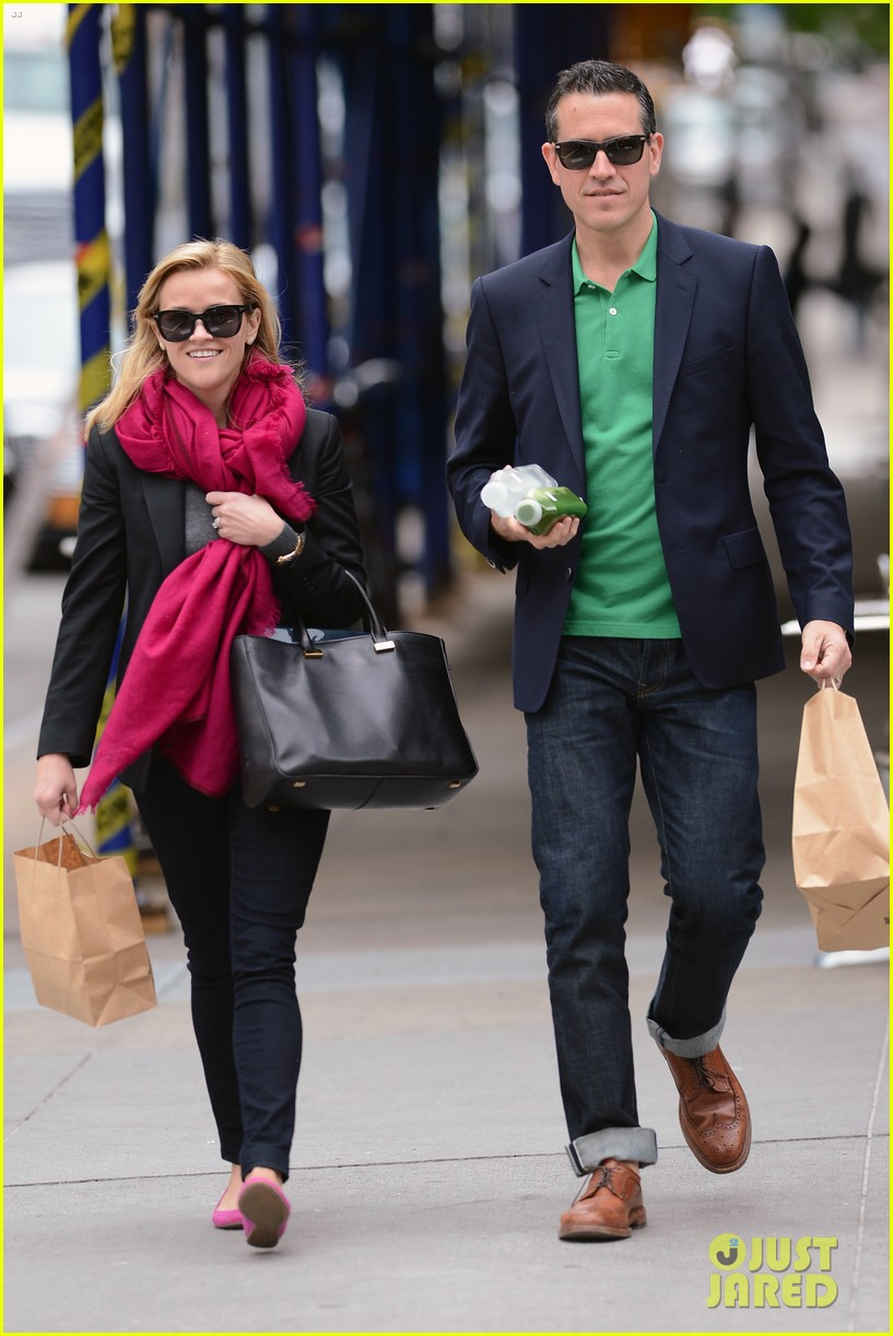 reese witherspoon jim toth breakfast smiles 072871131