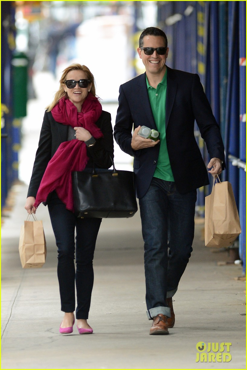 reese witherspoon jim toth breakfast smiles 082871132