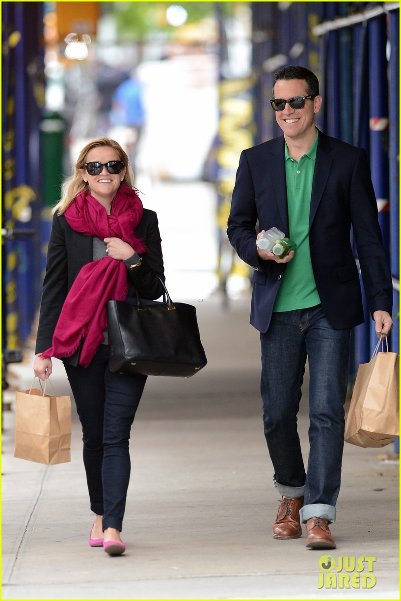 reese witherspoon jim toth breakfast smiles 142871138