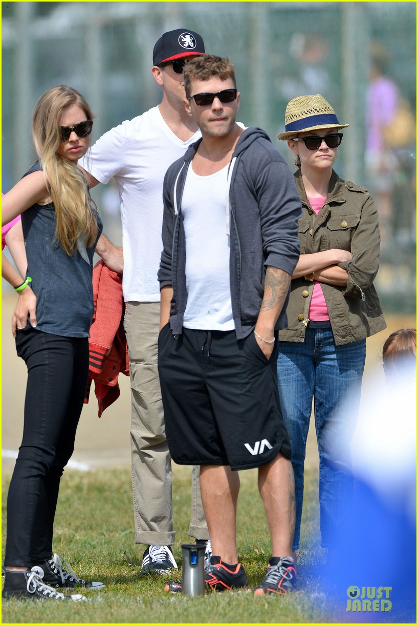 Reese Witherspoon & Ryan Phillippe Bring Their Significant Others ...