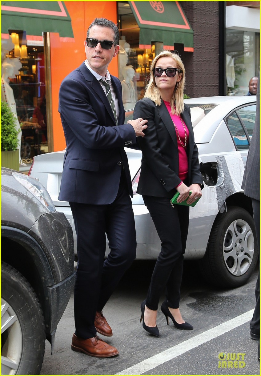 reese witherspoon jim toth big apple shopping couple 012870266