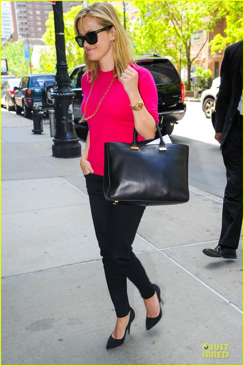 reese witherspoon jim toth big apple shopping couple 062870271