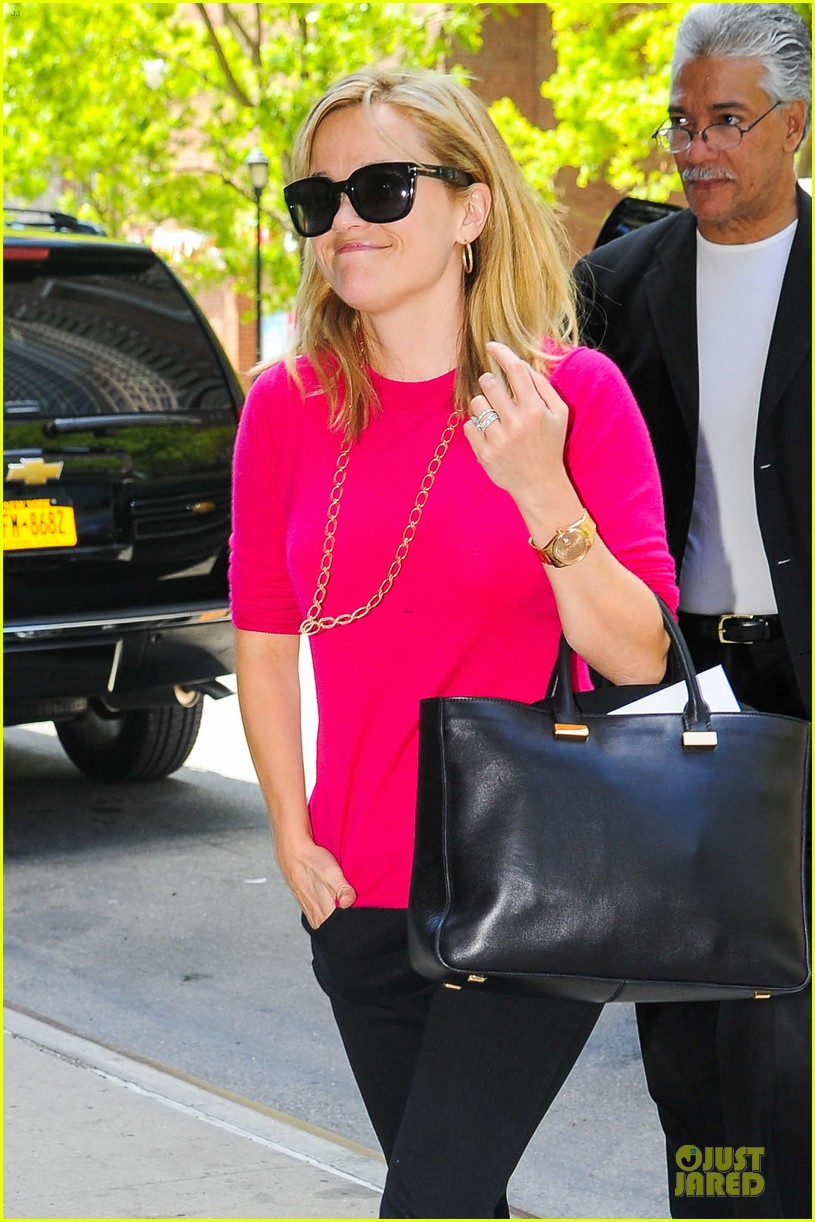 reese witherspoon jim toth big apple shopping couple 072870272