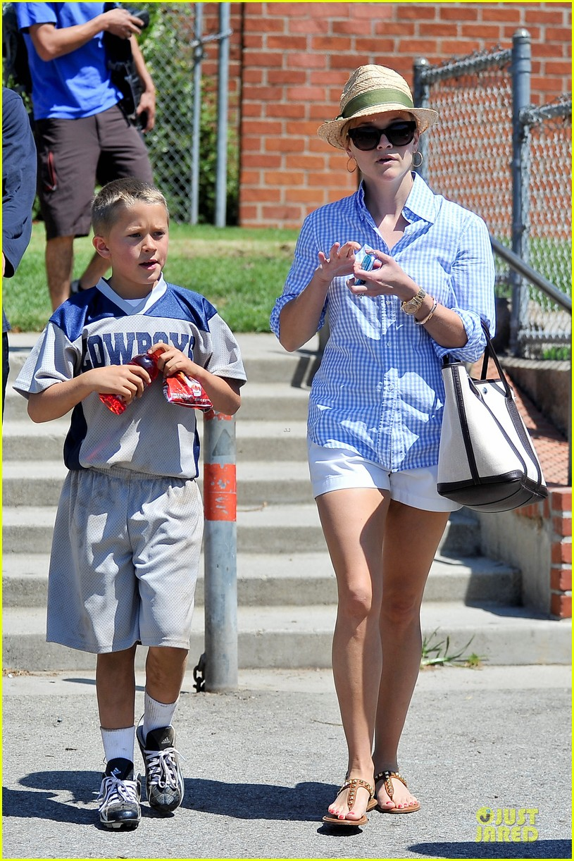 reese witherspoon jim toth first soccer game since arrest 162868457
