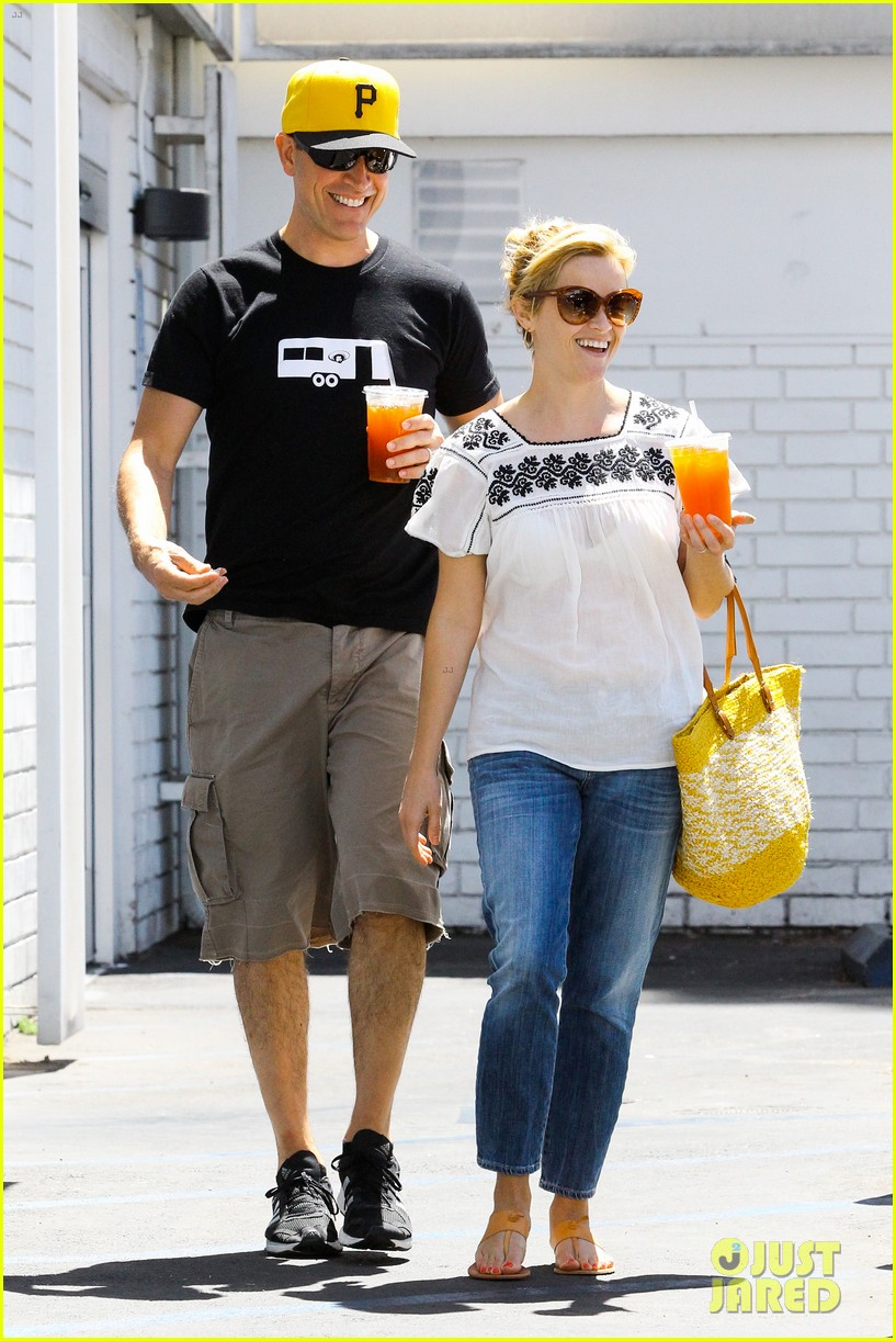 reese witherspoon veggie grill lunch with jim toth 102880242
