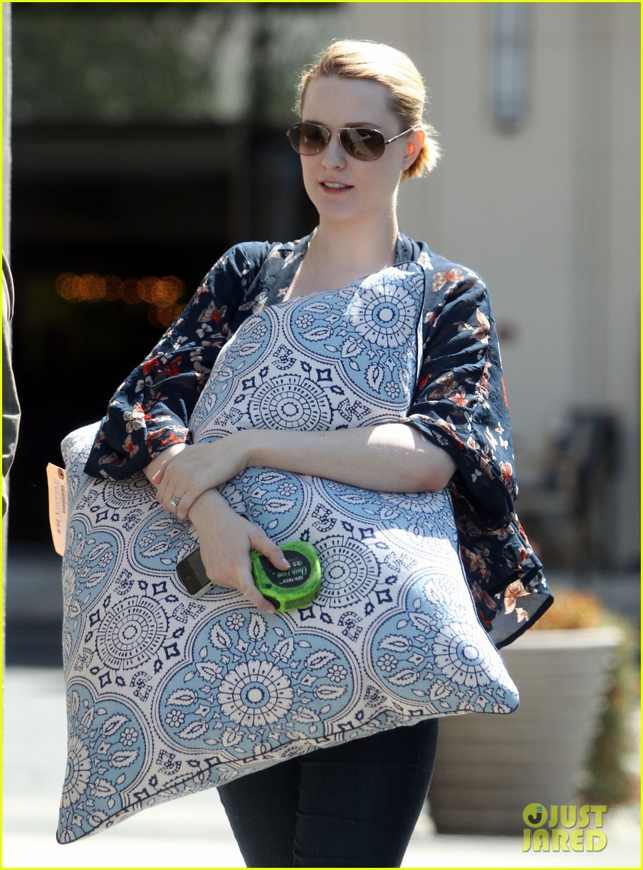 evan rachel wood covers baby bump with giant pillow 022870998
