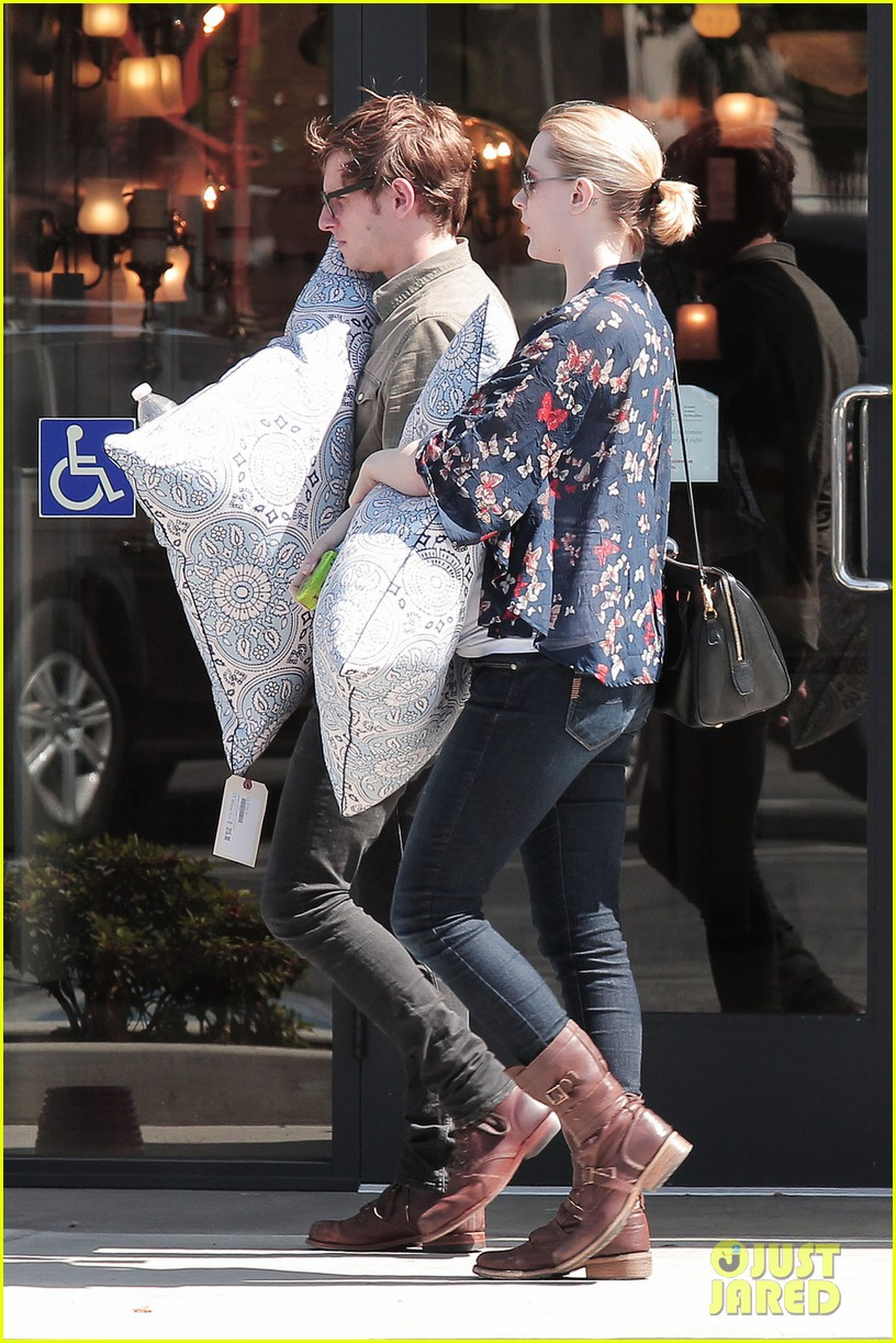 evan rachel wood covers baby bump with giant pillow 052871001