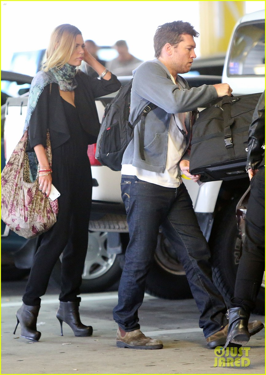 sam worthington spotted with new girlfriend sophie monk 052868095