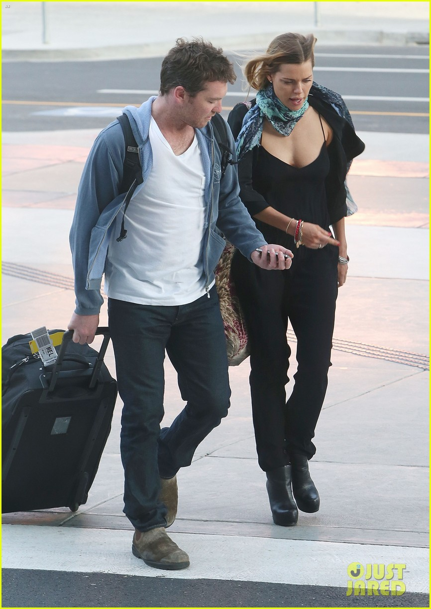 sam worthington spotted with new girlfriend sophie monk 072868097