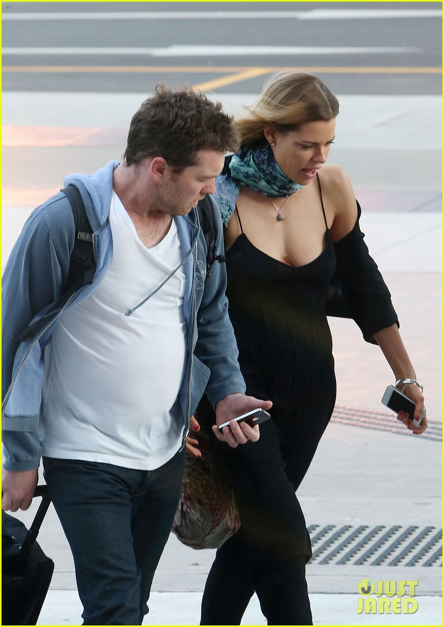 sam worthington spotted with new girlfriend sophie monk 092868099