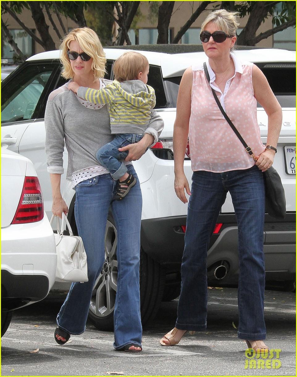baby xander grabs mom january jones sunglasses 012867363