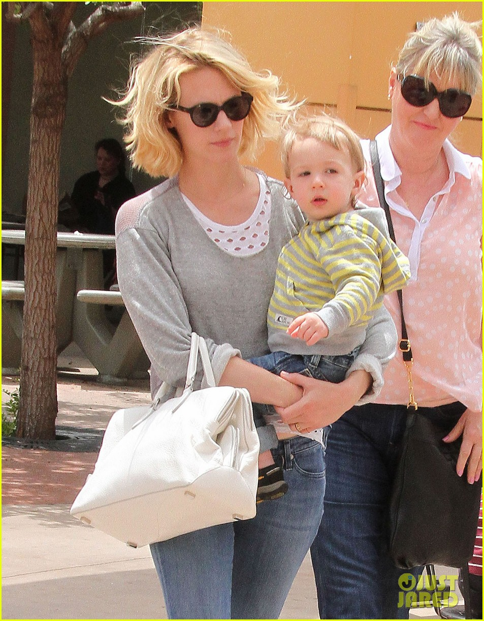baby xander grabs mom january jones sunglasses 02