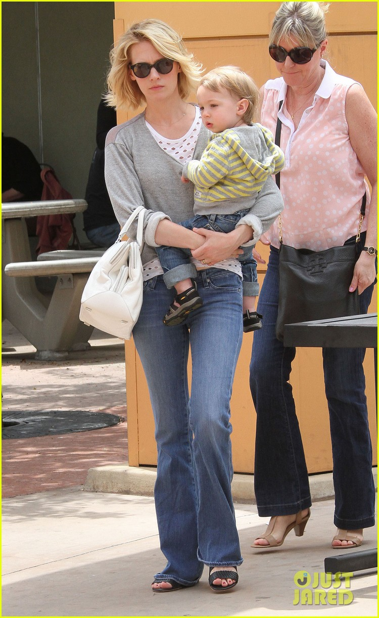 baby xander grabs mom january jones sunglasses 09
