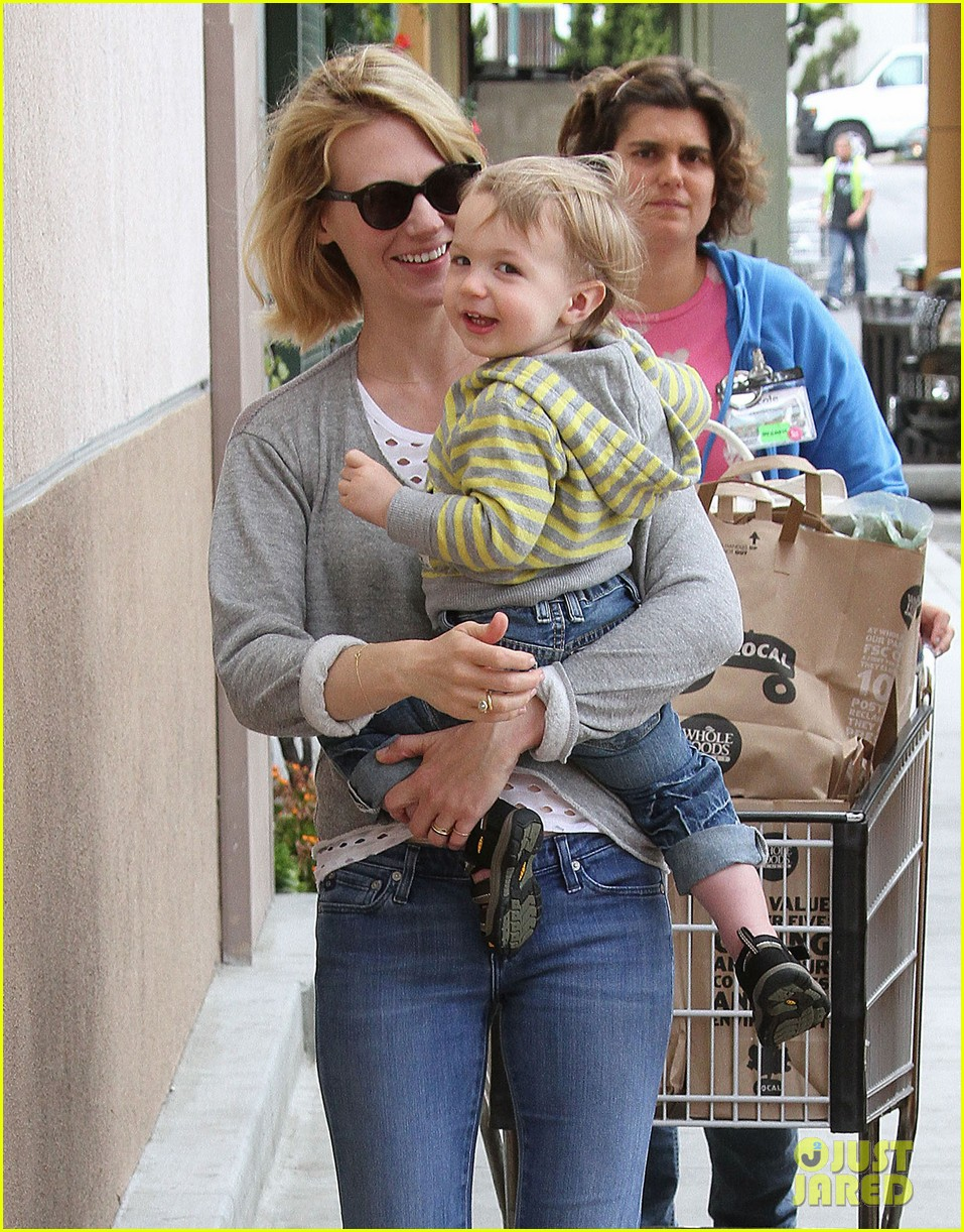 baby xander grabs mom january jones sunglasses 18
