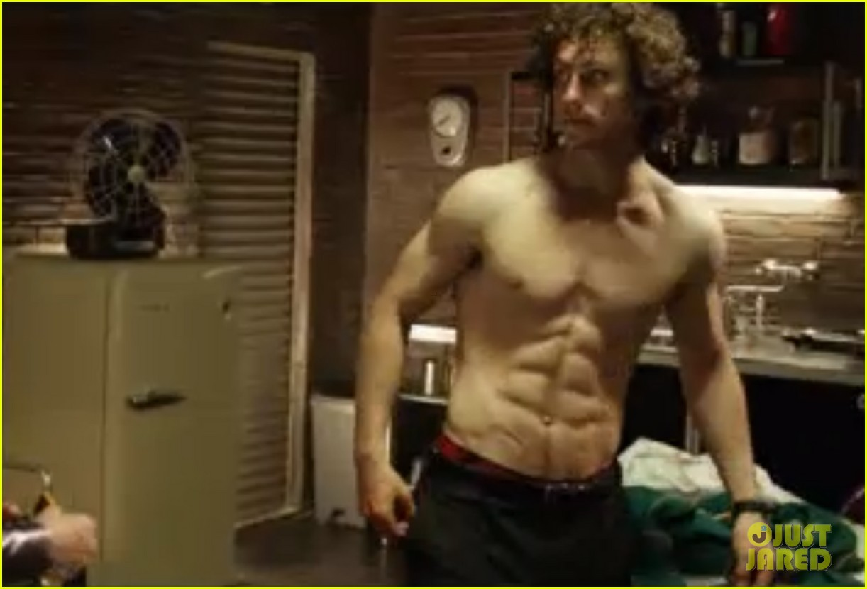 aaron johnson shirtless pull up kick ass 2 022893838