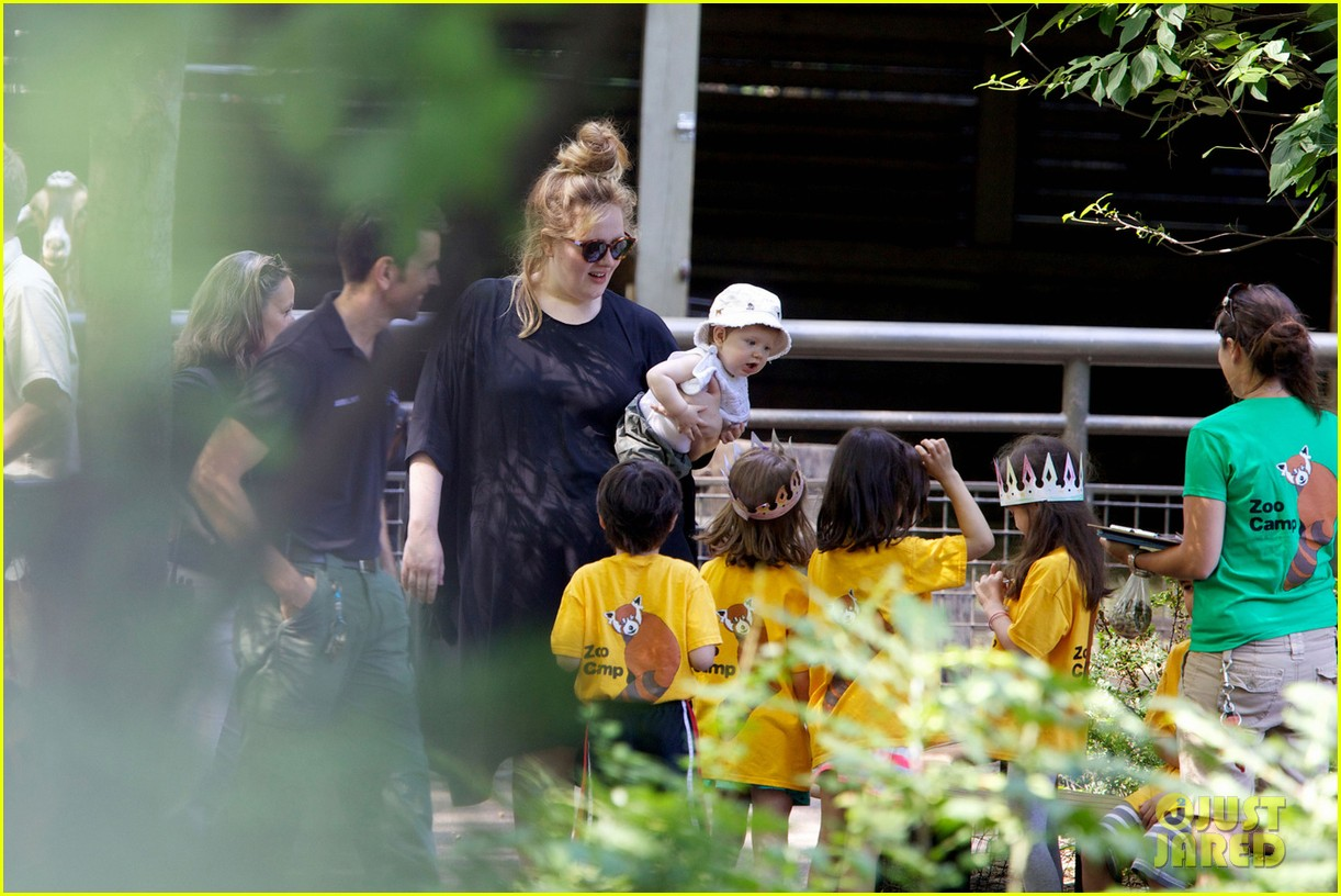 adele debuts baby angelo in new york citys central park 012899551