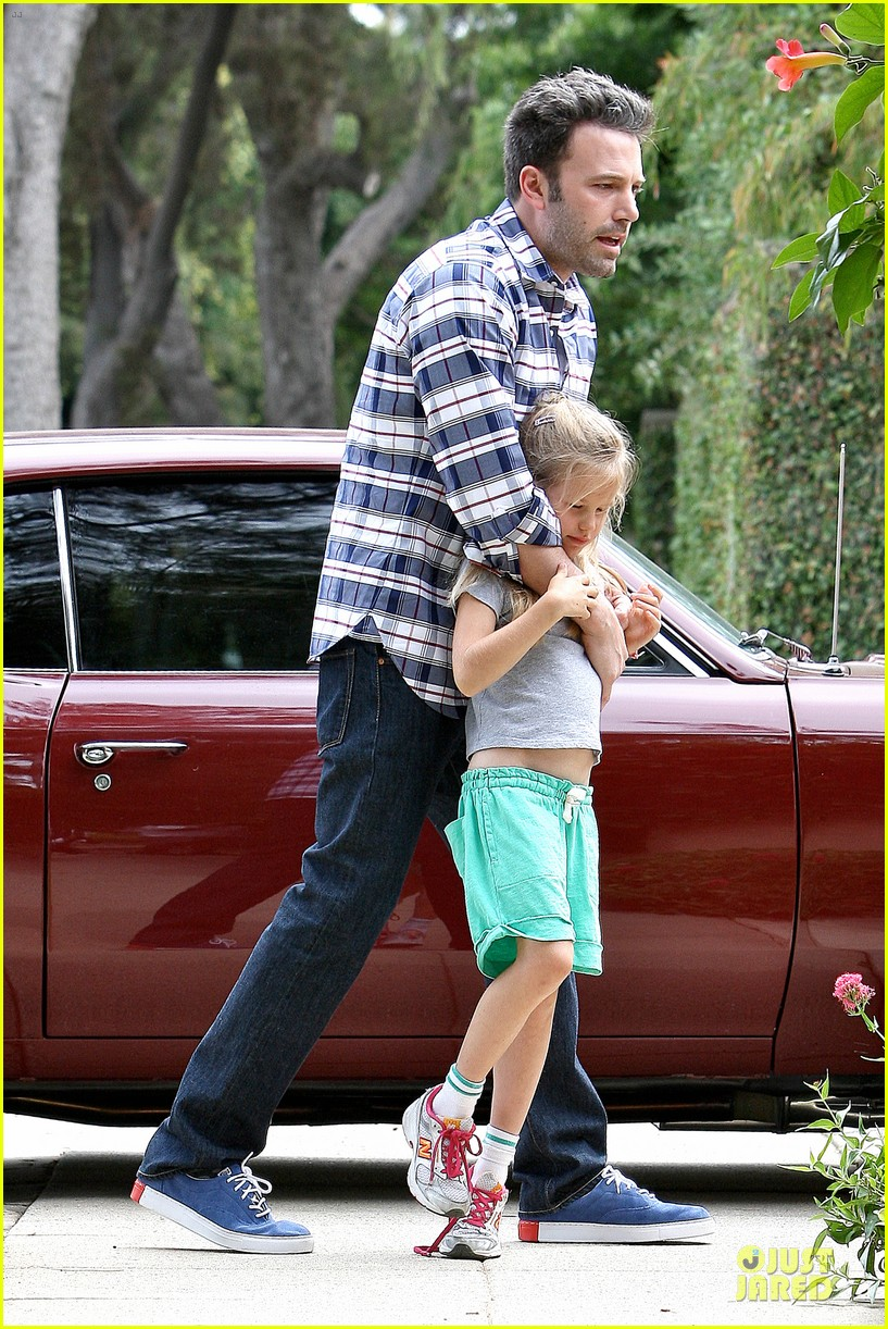 ben affleck loving dad while jennifer garner is away 202889551