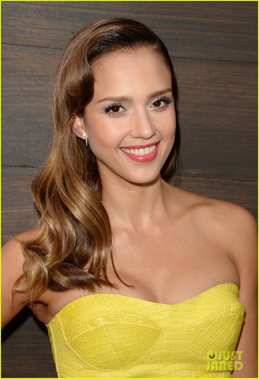 jessica alba guys choice awards 2013 red carpet 022887277