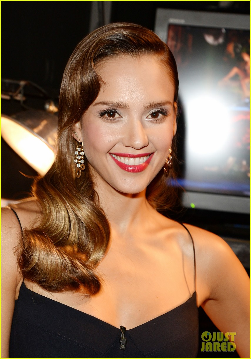 jessica alba guys choice awards 2013 red carpet 112887286