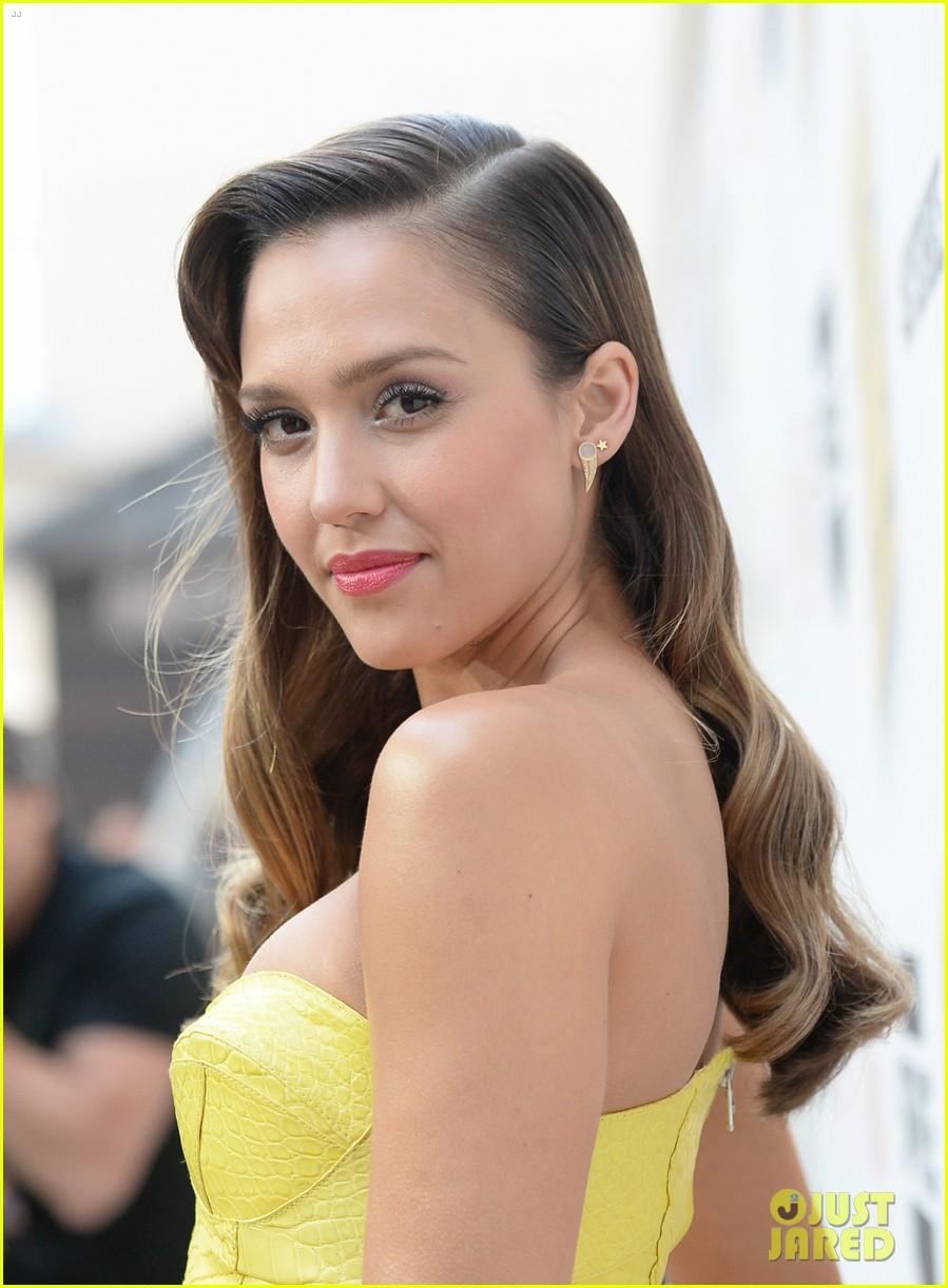 jessica alba guys choice awards 2013 red carpet 132887288