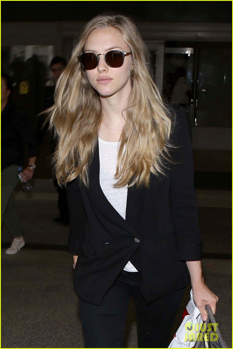 amanda seyfried returns to la after hong kong trip 022887649