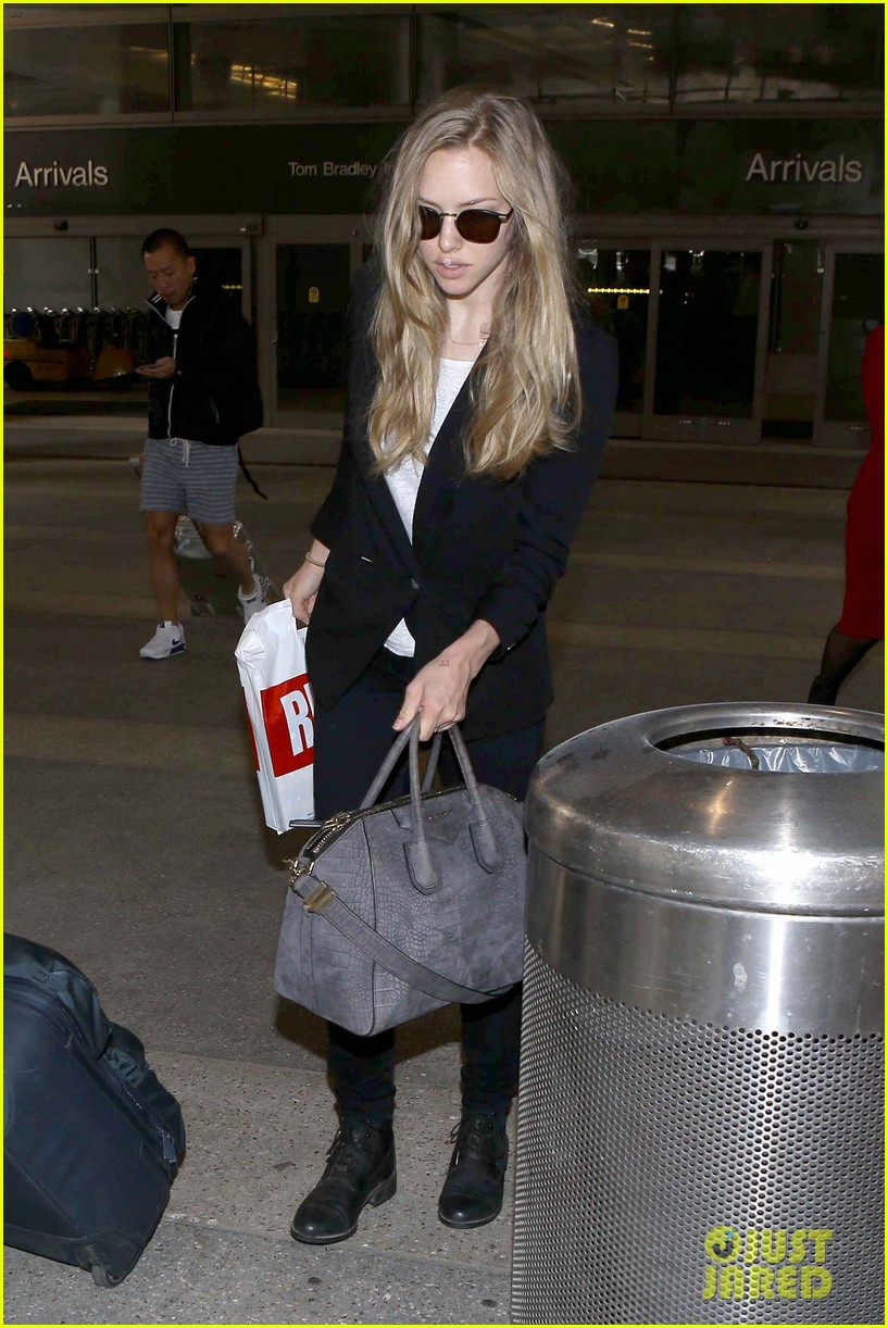 amanda seyfried returns to la after hong kong trip 042887651
