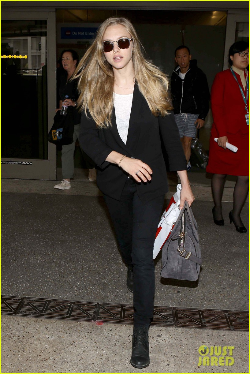 amanda seyfried returns to la after hong kong trip 082887655