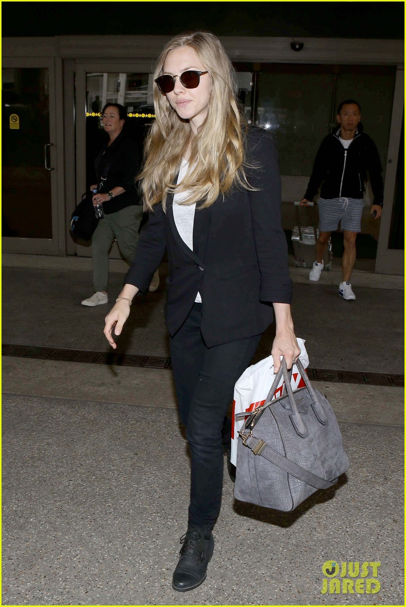 amanda seyfried returns to la after hong kong trip 12