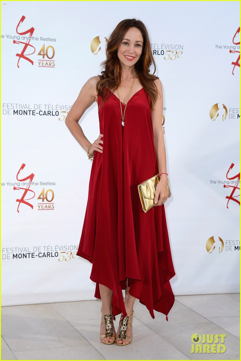 stephen amell pregnant cassandra jean young the restless anniversary party 072888976