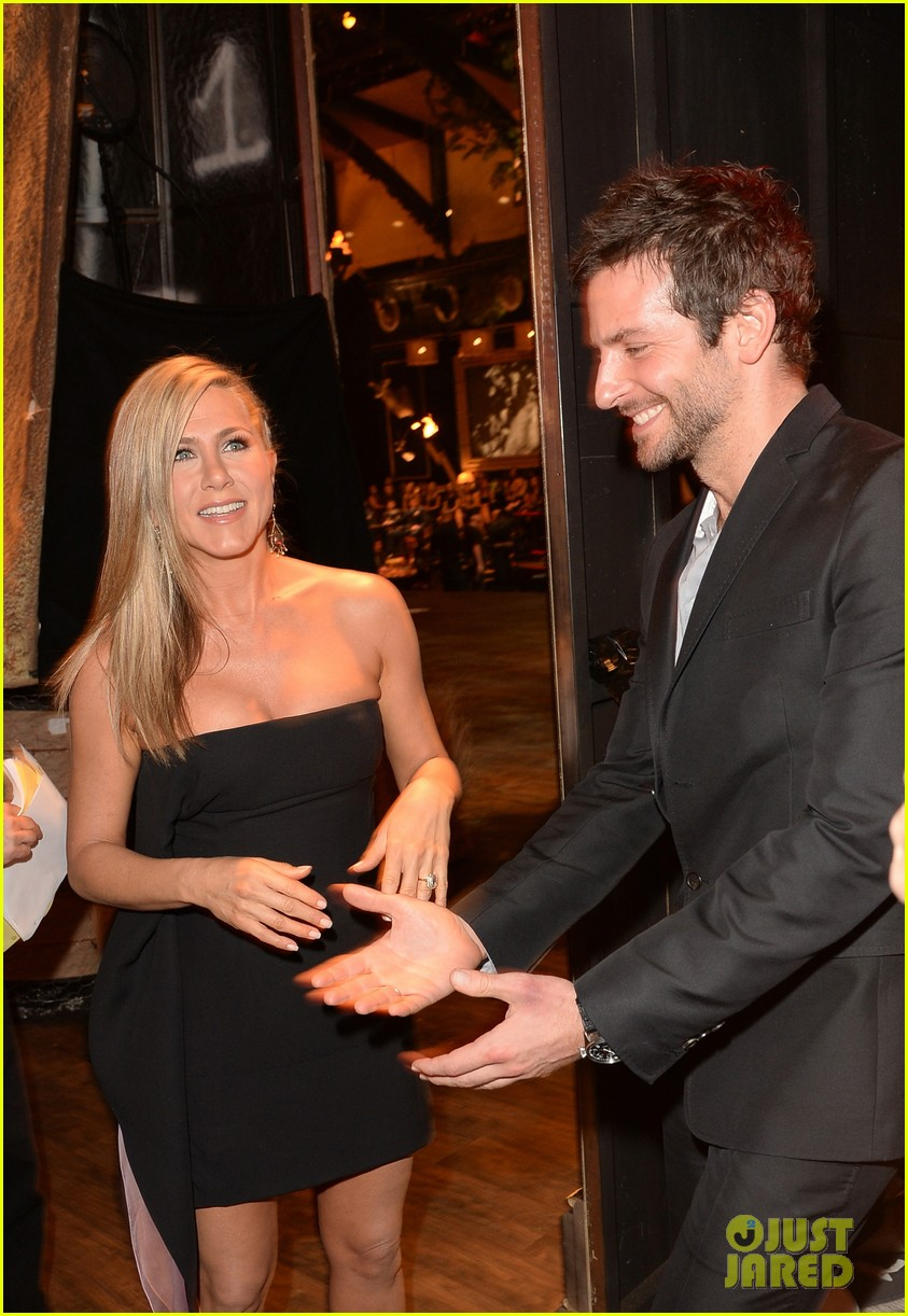 jennifer aniston bradley cooper reunite at guys choice awards 2013 162887271