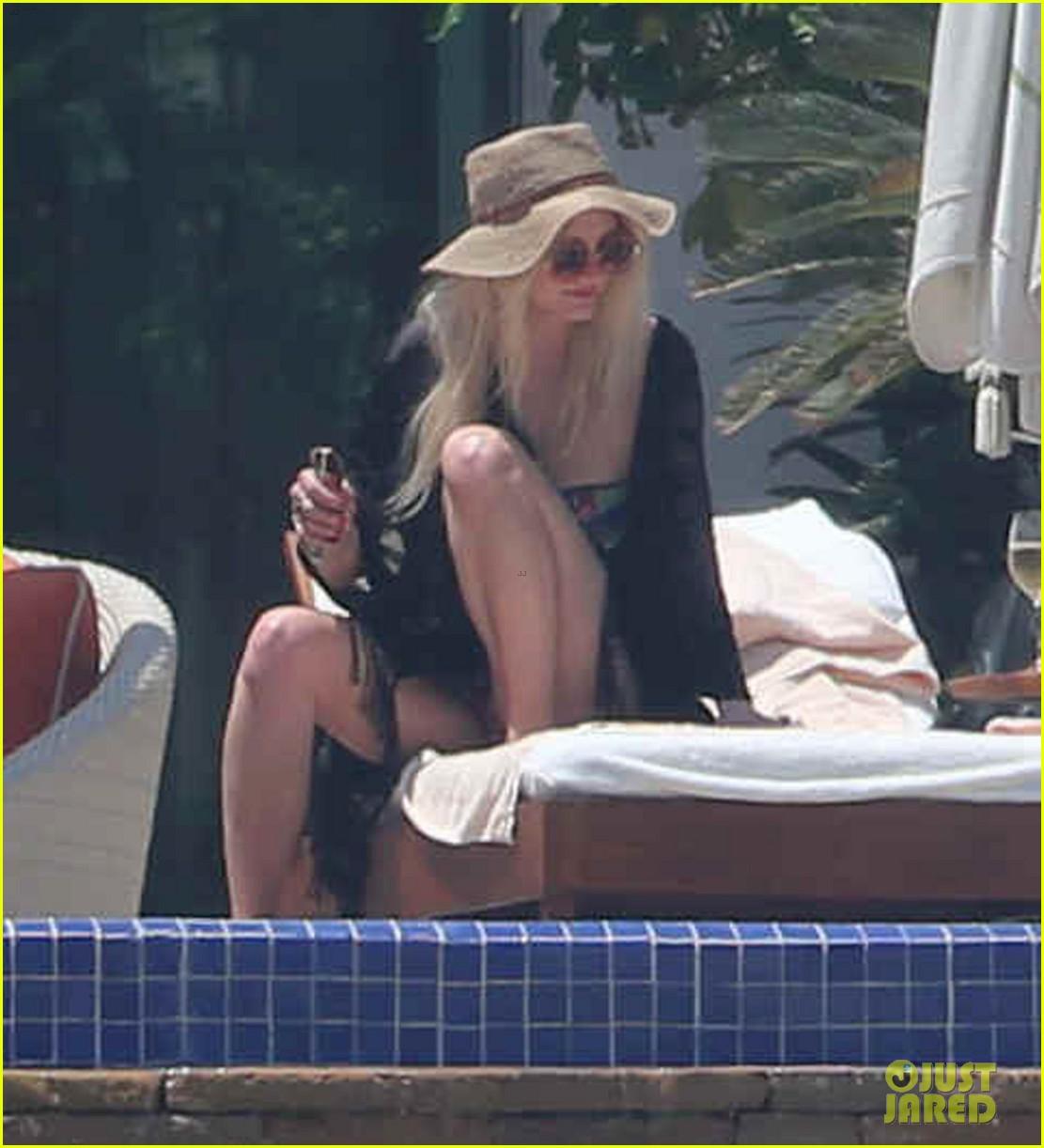 ashlee simpson poolside bikini babe in mexico 112896988