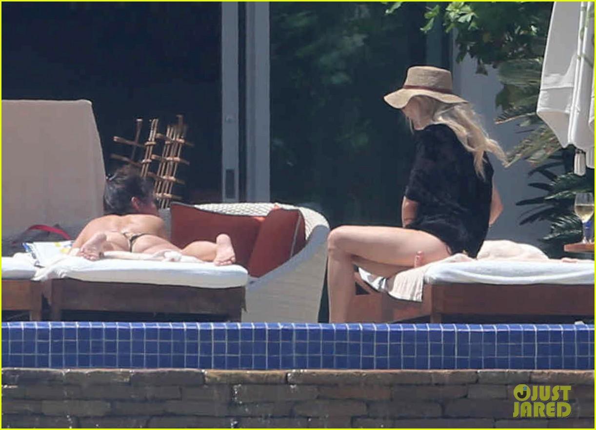 ashlee simpson poolside bikini babe in mexico 13