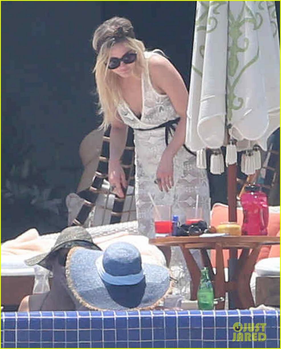 ashlee simpson poolside bikini babe in mexico 152896992