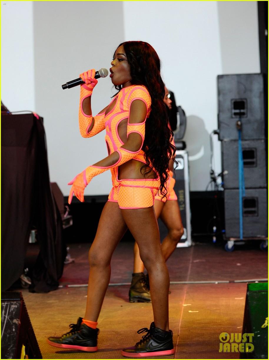 azealia banks dons neon bodysuit for governors ball performance 052887642