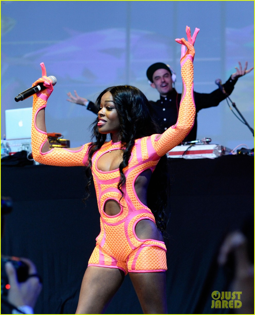 azealia banks dons neon bodysuit for governors ball performance 072887644