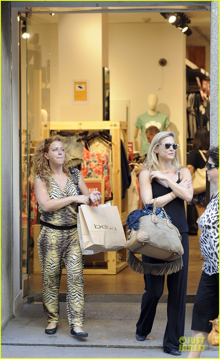 bar refaeli toned arms for madrid shopping trip 012898586