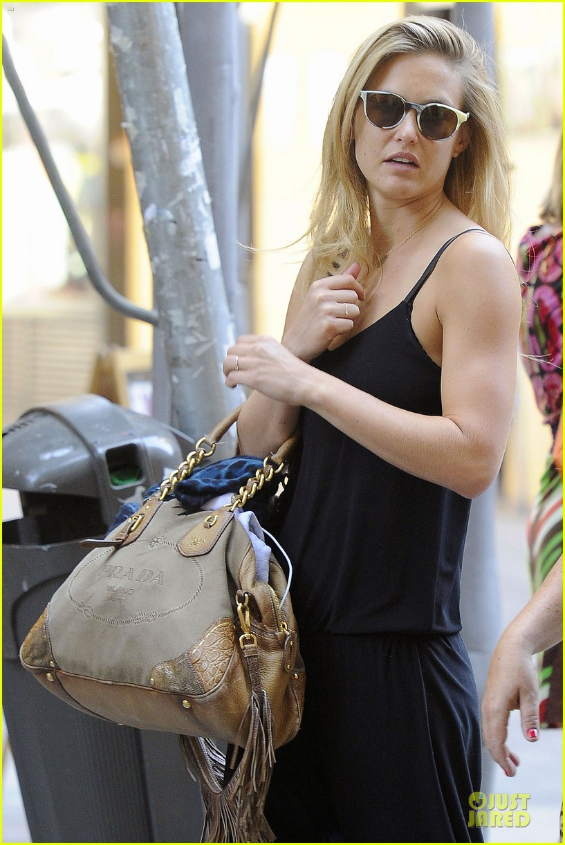 bar refaeli toned arms for madrid shopping trip 022898587