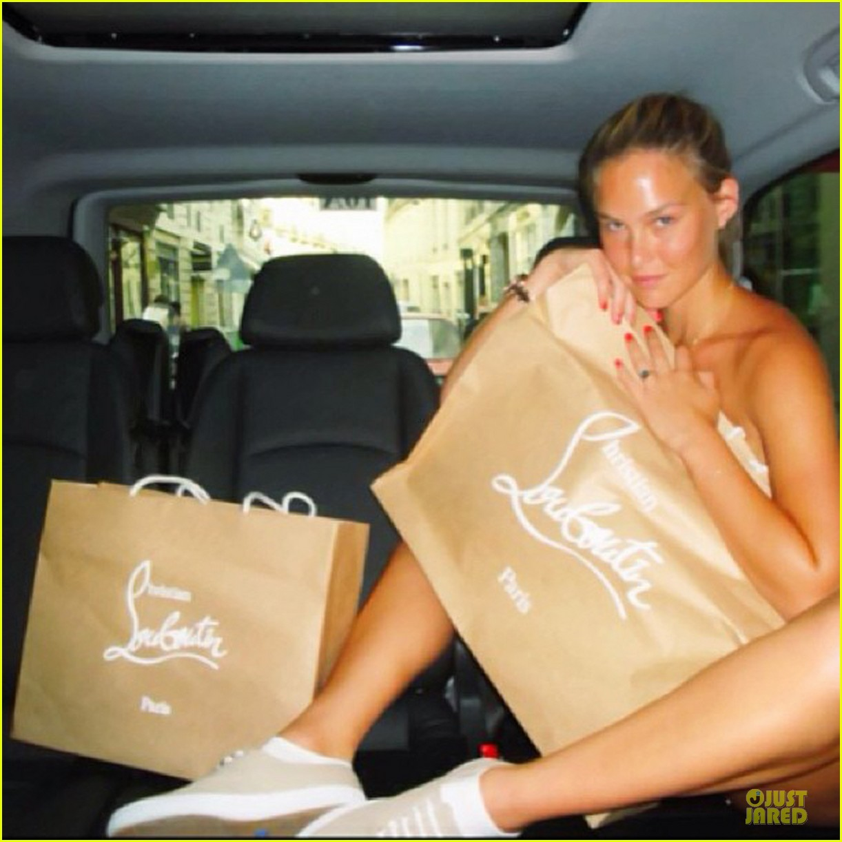 bar refaeli toned arms for madrid shopping trip 052898590