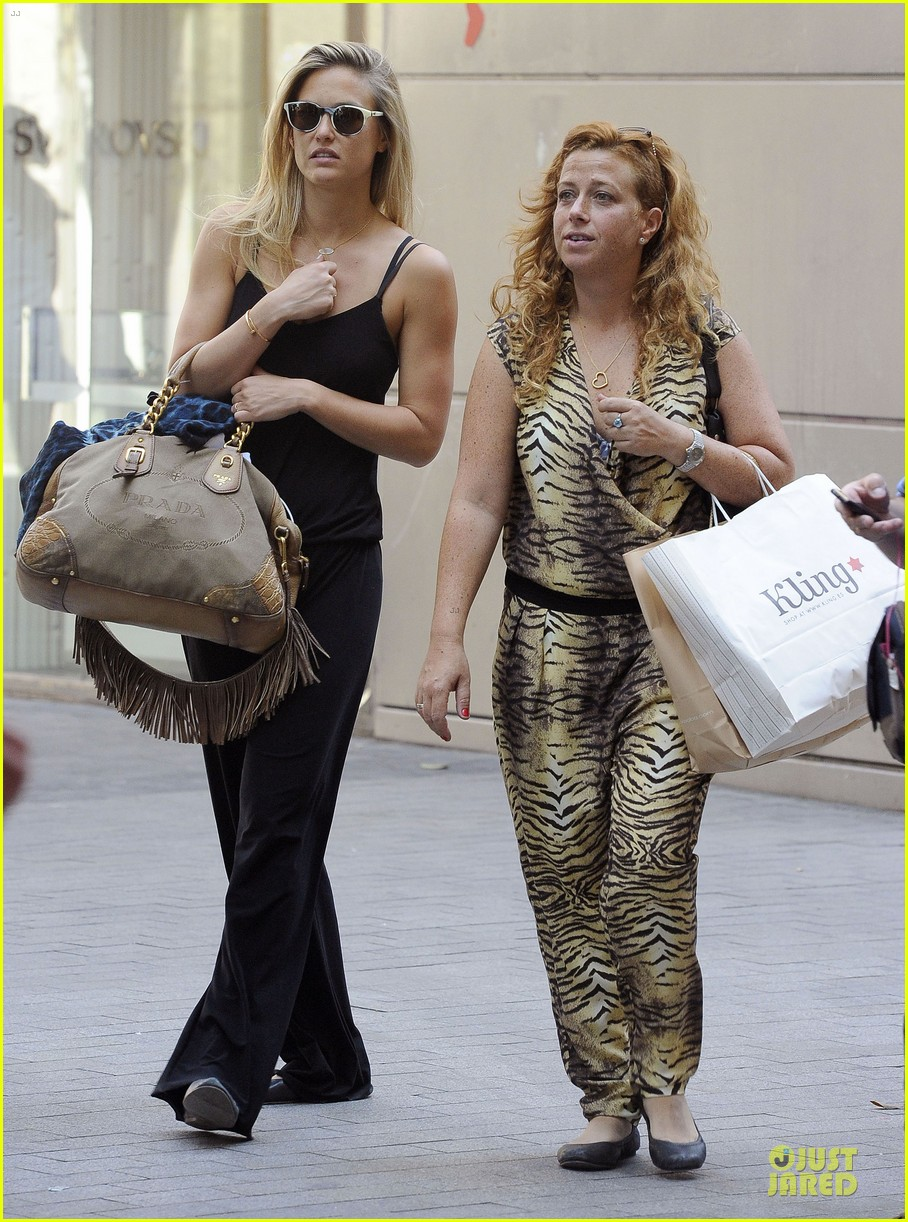 bar refaeli toned arms for madrid shopping trip 162898601