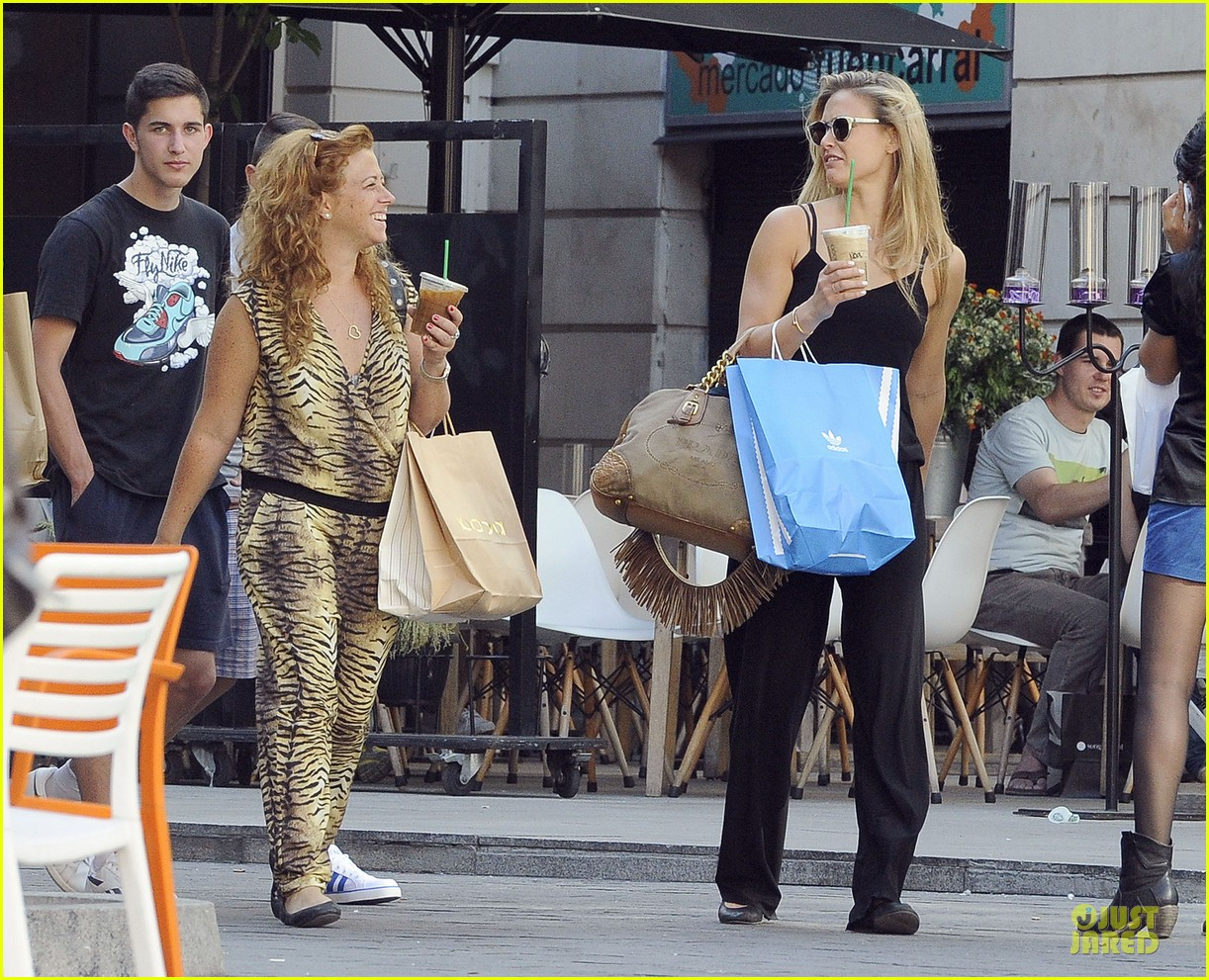 bar refaeli toned arms for madrid shopping trip 182898603