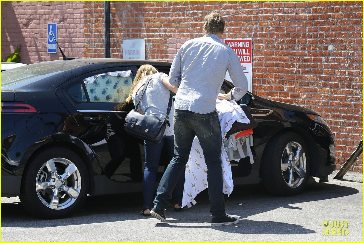 kristen bell dax shepard first fathers day sushi outing 152893036