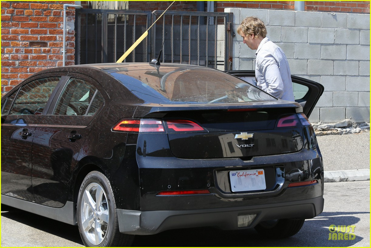 kristen bell dax shepard first fathers day sushi outing 222893043