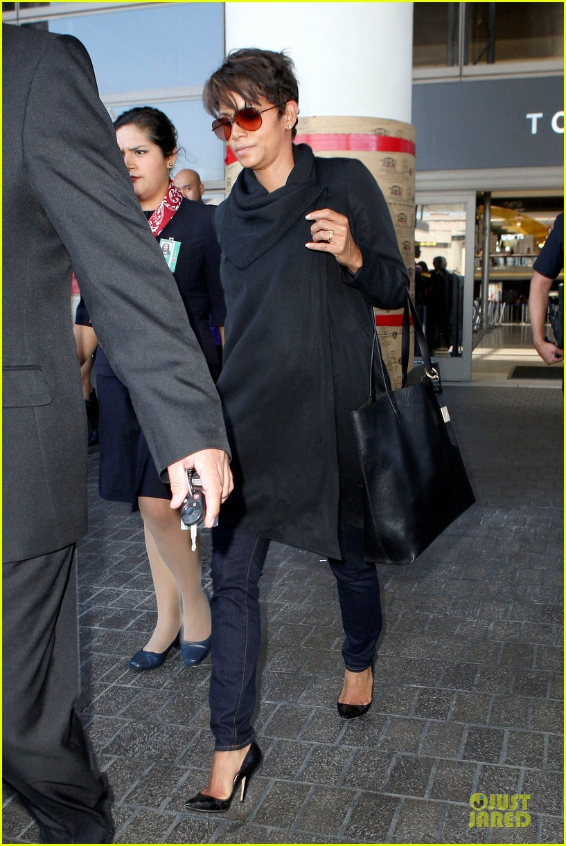 halle berry lax arrival after champs elysees film festival 012893406