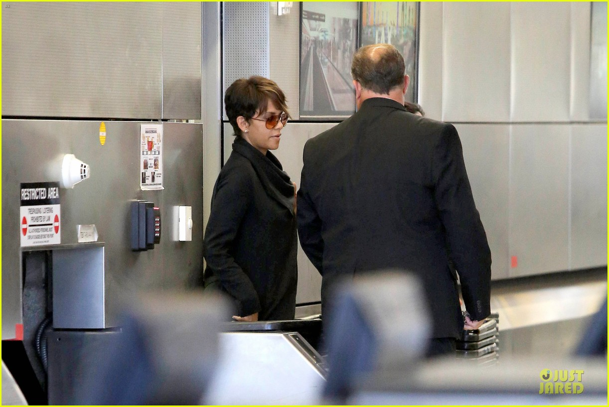halle berry lax arrival after champs elysees film festival 042893409