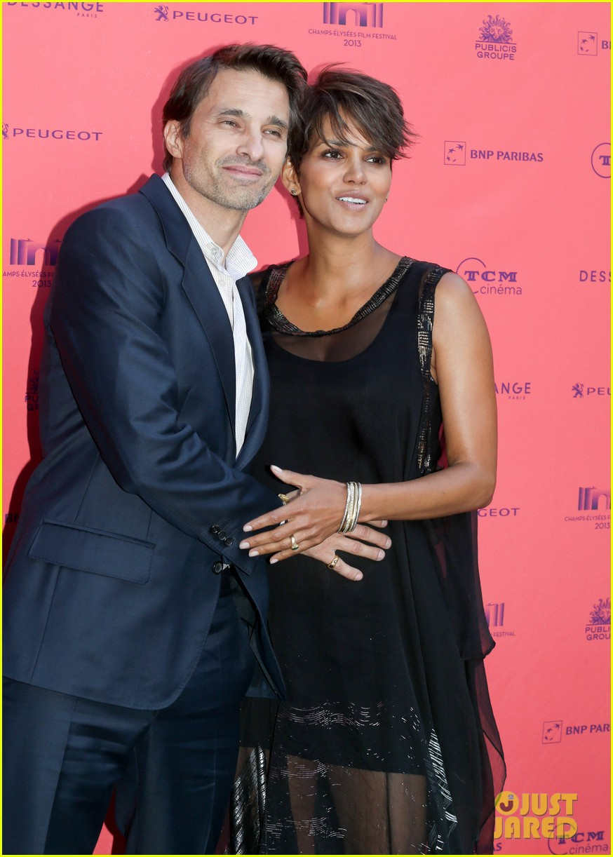 halle berry olivier martinez toiles enchantees champs elysees event 022890687