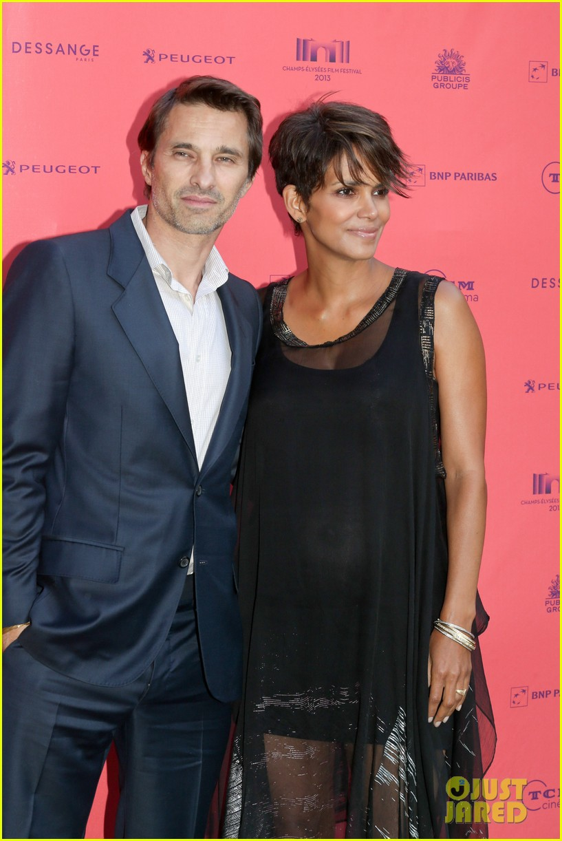 halle berry olivier martinez toiles enchantees champs elysees event 042890689