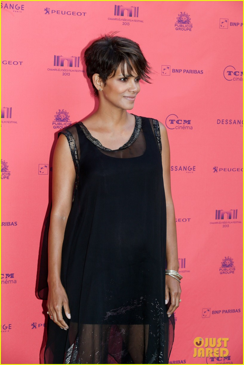 halle berry olivier martinez toiles enchantees champs elysees event 052890690