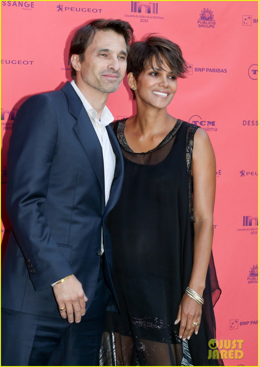 halle berry olivier martinez toiles enchantees champs elysees event 072890692
