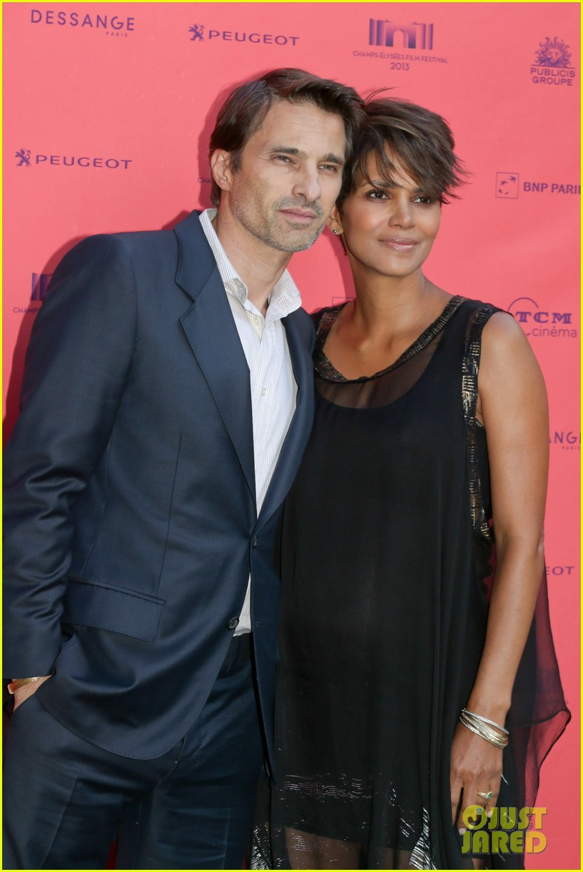 halle berry olivier martinez toiles enchantees champs elysees event 082890693