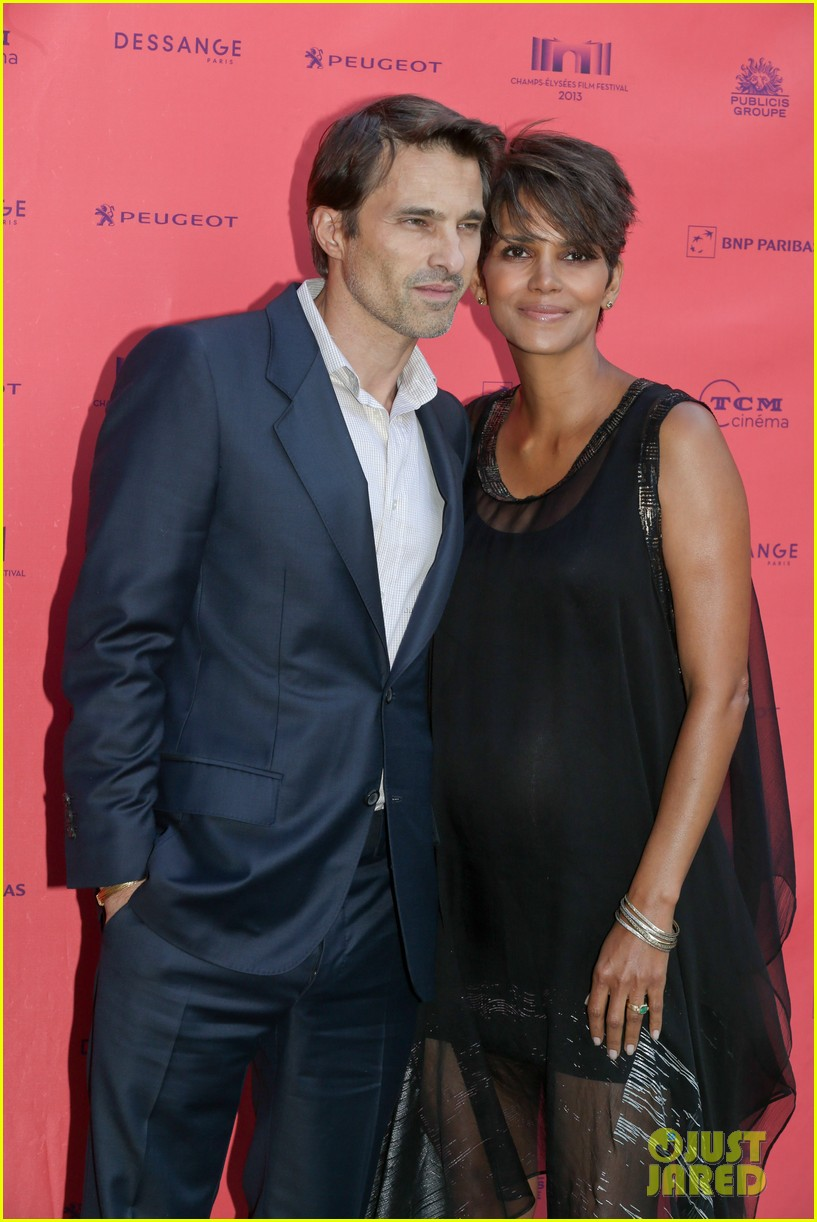 halle berry olivier martinez toiles enchantees champs elysees event 092890694